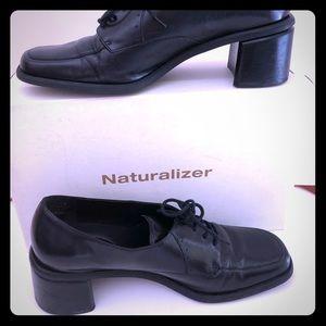 Naturalizer lace up black leather pump shoes